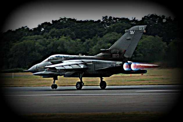 Gdzie wylądować jeśli wojskowe lotniska są zbombardowane? (fot. Gavin Spencer, freeimages.com)