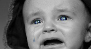 """Jak uspokoić dziecko. Sprawdzone """"tradycyjne"""" i nowe skuteczne sposoby"""